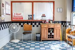 jD201908_0051 (chuckp) Tags: baltimore jiffylube md carstuff lounge waitingroom us