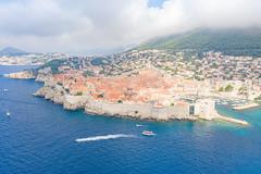 Blick auf die Altstadt von Dubrovnik, Kroatien im Nebel
