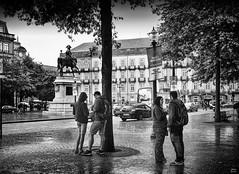 Praça do municipio bn II (Joaquín Mª Crespo) Tags: byn blackwhite bw blancoynegro streetphoto street rain portugal oporto nikonz