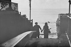 N0712019 (toshyie) Tags: leicam6 summicronm50mm tmax400 monochrome silhouette sea beach dark モノクローム street photography フィルム kodak tmax japan