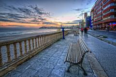 (218/1 9) Fuga (Pablo Arias) Tags: pabloarias photoshop nx2 cielo nubes arquitectura paisaje mar agua mediterráneo paseo balaustrada atardecer ocaso benidorm alicante
