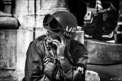 Anachronisme (vedebe) Tags: noiretblanc netb nb bw monochrome portraits portrait casque lunettes américains soldats soldat guerre deuxièmeguerremondiale libération aixenprovence provence ville city rue street urbain urban