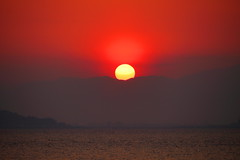 Sunset over peninsula (sumi!) Tags: kanagawa japan hayama ocean sea bay water sunset sky sun red