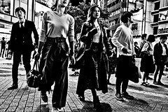 Shibuya Moment (Victor Borst) Tags: geel street streetphotography streetlife reallife real realpeople asian asia asians faces face candid travel travelling trip traveling urban urbanroots urbanjungle blackandwhite bw mono monotone monochrome city cityscape citylife girls woman girl ladies hot sexy legs fashion shibuyacrossing tokyo town fuji fujifilm xpro2 expression expressions