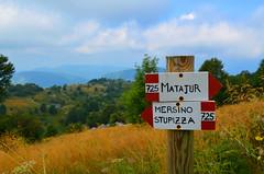 Where To Next? [Pulfero - 18 August 2019] (Doc. Ing.) Tags: 2019 nikond5100 savogna friuli friuliveneziagiulia fvg ud nordest italy hiking trekking walking alps matajur julianalps trekkingarcobaleno mountains directions landscape slaviafriulana sign