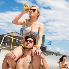 Drinking the beer on her friend (shoulderride85) Tags: shoulder ride girls hot sexy bikini sitting piggy back piggyback shoulderride beach sea