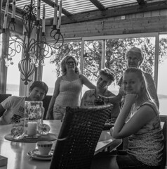Analog photo: Spontaneaus family portrait (linbjo@tele2.se) Tags: blackwhite blackandwhite blackwhitephotos