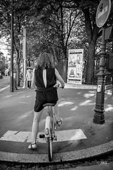 (Jack_from_Paris) Tags: l3009837bw leica m type m10p 20021 leicaelmaritm28mmf28asph 11606 dng mode lightroom capture nx2 rangefinder télémétrique bw noiretblanc monochrom blackandwhite monochrome wide angle street paris rue photography lumière light vélo bike bicyclettre interdit sens trottoir