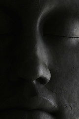 Visage de pierre (Catherine Reznitchenko) Tags: statue visage face pierre stone blackwhitephotos blackandwhite noiretblanc sculpture lumière ombre light shadows venise italie venice italy italia monochrome