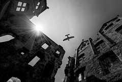 Klosterruine - Hirsau bei Calw (Roger Armutat) Tags: flieger doppeldecker flugzeug sonne sonnenstern ruine calw sony sonya7ii burgruine mauern mauerreste giebel giebelwände fenster zeiss wolken himmel kloster klosterruine badenwürttemberg