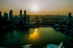 Before sunset over Singapore's Marina Bay (Thanathip Moolvong) Tags: nikon f100 lomography 800 negative film sunset marina bay singapore