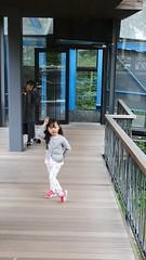 SAKURAKO and SAKIKO - Hoshino Resort TOMAMU. (MIKI Yoshihito. (#mikiyoshihito)) Tags: 星野リゾート トマム 星野リゾートトマム hoshino resort tomamu japan hokkaido 北海道 hoshinoresorttomamu sakiko 咲子 さきこ サキコ daughter 次女 3歳8ヶ月 secondeldestsister sakurako 櫻子 さくらこ 娘 サクラコ 長女 10歳10ヶ月 eldestdaughter