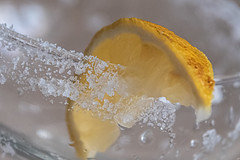 Limón y sal (Jesús Carmona) Tags: goestogetherlike macromondays limon macrofotografía sal