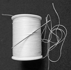 Spool of thread & needle B&W (Monceau) Tags: spool thread needle blackandwhite monochrome bokeh 234365 365picturesin2019 365the2019edition 3652019 day234365 22aug19 shiny
