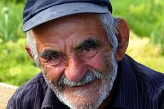 Armenio (alfonsocarlospalencia) Tags: fortaleza amberd retrato hospitalidad cariño sufrimiento genocidio ejemplar belleza montañas resistencia humanidad bondad