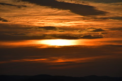 DSC_2746 (griecocathy) Tags: paysage coucher soleil ciel nuage montagne noir jaune orange beige gris crème