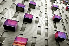 LA CASA DE LOS BALCONES ROJOS (a-r-g-u-s) Tags: ventanas windows balcones rojo bloquesdeviviendas edificios arquitectura buildings balcony red persianas shutter