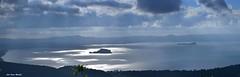 Una panoramica del lago di Bolsena con il sole che filtrando dalle nuvole si specchia sull'acqua. (oscar.martini_51) Tags: lago di bolsena tuscia viterbo