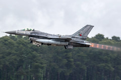 15104 / Portuguese Air Force / General Dynamics F-16AM Fighting Falcon (Charles Cunliffe) Tags: canon7dmkii aviation montdemarsanairbase lfbm portugueseairforce poaf forçaaéreaportuguesa generaldynamicsf16amfightingfalcon 15104