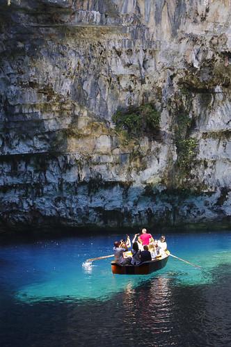Melissani cave - podziemne jezioro