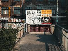 2019-08-25-153514 (Schmidtze) Tags: architektur ausflug berlin berlinpankow bridge brücke farbe fusgängerbrückedänenstrase graffiti kopenhagenerstrase olympusepl9 olympusm25mmf18 objekt prenzlauerberg schild spaziergang stadt deutschland