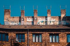 2019-08-25-153524 (Schmidtze) Tags: altbau architektur ausflug berlin berlinpankow building farbe fenster gebäude haus kopenhagenerstrase olympusepl9 olympusm25mmf18 objekt prenzlauerberg schild spaziergang stadt wohnhaus deutschland