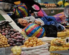 DSC_5937'_Como duerme un ángel. (Alicia (AF-FM)) Tags: dormir niño mercado