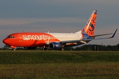 N830SY sun country 737-83N at KCLE (GeorgeM757) Tags: suncountry 73783n 737 n305tz aircraft aviation airplane airport boeing kcle clevelandhopkins georgem757 canon70d 6l