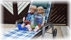 Kennst Du die Geggis ? / Do you know the Geggis ? (ursula.valtiner) Tags: puppe doll luis bärbel künstlerpuppe masterpiecedoll buch book geggis miralobe terrasse patio terrace