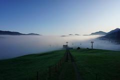 DSC00019 (Bergwandern Alpen) Tags: alpen alps bergwandern hiking nebelmeer morgendämmerung ybrig buoffenalp sessellift laucheren wolkenmeer zaun clouds fog trail chairlift
