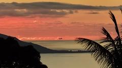 Envol ! (claudiemenoud) Tags: coucherdesoleil sunset couleurs ciel sky colors avion envol flight plane tahiti polynesie silhouette outline pixeliste coolpix b700 nikon
