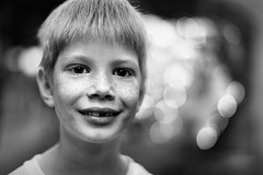 Street portrait (Unicorn.mod) Tags: 2019 monochrome blackandwhite blackwhite bokeh portrait boy kid summer july outdoor canon canoneosr canonef50mmf12lusm