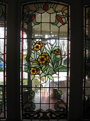 """An Art Nouveau Stained Glass Window in the Entrance Hall of """"The Gables"""" Queen Anne Villa - Finch Street, East Malvern (raaen99) Tags: thegables housename queenannehouse federationhouse queenannefederationhouse gascoigneestate stainedglass stainedglasswindow stainedglasswindows artnouveaustainedglass artnouveaustainedglasswindow baywindow finchstreet finchst queenannestyle queenanne federation window edwardian edwardiana melbourne victoria australia domesticarchitecture house home architecture melbournearchitecture housing 20thcentury twentiethcentury artnouveau nouveau 1900s 1902 malvern eastmalvern artsandcrafts artsandcraftsmovement artscraftsmovement artscrafts architecturallydesigned beverleyussher henrykemp ussherandkemp ussherkemp lawrencealfredbirchnell lawrencebirchnell detail interior room entrance entrancehall hall foyer fruit leaves rose berry plum chrysanthemum daisy grapes grape pears pear vine purple pink yellow green red flowers floral flora"""