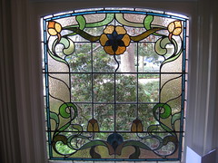 """An Art Nouveau Stained Glass Window in the Dressing Room of """"The Gables"""" Queen Anne Villa - Finch Street, East Malvern (raaen99) Tags: thegables housename queenannehouse federationhouse queenannefederationhouse gascoigneestate stainedglass stainedglasswindow stainedglasswindows artnouveaustainedglass artnouveaustainedglasswindow baywindow finchstreet finchst queenannestyle queenanne federation window edwardian edwardiana melbourne victoria australia domesticarchitecture house home architecture melbournearchitecture housing 20thcentury twentiethcentury artnouveau nouveau 1900s 1902 malvern eastmalvern artsandcrafts artsandcraftsmovement artscraftsmovement artscrafts architecturallydesigned beverleyussher henrykemp ussherandkemp ussherkemp lawrencealfredbirchnell lawrencebirchnell detail interior room bestbedroom bedroom masterbedroom dressingroom flowers floral flora flower tulip daisy branch leaves leaf blue gold yellow green"""