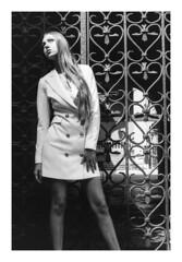 (L'enfer, c'est les autres) Tags: 35mm portrait leica m2 summicron 50mm blackandwhite ilford hp5