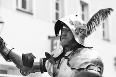 Grim (auqanaj) Tags: 20190731bis20190803 film analog nikonf100 kodakgold200 nikonafnikkor85118d 20190803 brunnenfestamberg2019 street city people blackandwhite monochrome germany bayern deutschland bavaria altstadt oldtown reenactment amberg schwarzweis cewescan cantusferrum ambergerhochzeit 10ambergerbrunnenfest vereinfürerlebtegeschichte kurprinzphilippvonderpfalz margaretevonbayernlandshut show costumes kultur crowd culture medieval spectators armour mittelalter