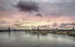 """... """"No viajamos para escapar de la vida, viajamos para que la vida no se nos escape"""" (franma65) Tags: estocolmo stockholm gamla stan gamlastan södermalm marbaltico lagomälaren"""