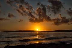 tramonto a putzu idu (mat56.) Tags: paesaggi paesaggio landscape landscapes mare sea tramonto sunset sole sky sun cielo nuvole nubi clouds riflessi reflections putzuidu sanveromilis oristano sardegna antonio romei mat56