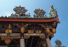 Roofline (peterphotographic) Tags: p7240439edwm khookongsi roofline olympus em5mk2 microfourthirds mft ©peterhall penang malaysia seasia asia roof carving sculpture statue chinese dragon gold gilded building architecture georgetown