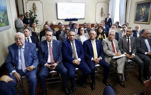Danilo Medina convoca a instituciones públicas a jornada nacional de eliminación criaderos mosquitos para enfrentar dengue