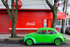 Mexico City (D-L-E-F) Tags: mx cdmx voiture green coccinelle cocacola street