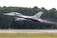 15120 / Portuguese Air Force / General Dynamics F-16BM Fighting Falcon (Charles Cunliffe) Tags: canon7dmkii aviation montdemarsanairbase lfbm portugueseairforce poaf forçaaéreaportuguesa generaldynamicsf16bmfightingfalcon 15120