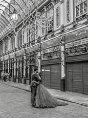 IMG_1170340 (Kathi Huidobro) Tags: shops londonmarkets urban couples weddingphotos blackwhite bw monochrome citylife streetphotography candid pda public eastlondon leadenhall londonstreets london weddingday