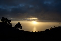 """Bon Dimarts de núvols davant de la Casa del Volcán, Fuencaliente, Canaries. (heraldeixample) Tags: heraldeixample bcn lapalma núvols clouds nubes skyer nuages cymylau nuvole 雲 nuvens nori 云 облака wolken nwn martesdenubes ngc palma spain espanya españa spanien fuencaliente albert de la hoz"""" albertdelahoz"""