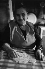 2 (mati.a) Tags: portrait retrato abuela grandma chile 35mm film analog nikon fm2 nikonfm2 ilford ilfordhp5 hp5 bw luz light
