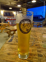 Kenny's Lemonade Radler at Fargo Brewing Co., 13 July 2019 (photography.by.ROEVER) Tags: minnesota 2019 july july2019 vacation roadtrip 2019vacation 2019roadtrip minnesota2019roadtrip minnesota2019vacation northdakota dakota fargo casscounty fargobrewingcompany beer brewery brewing microbrewery evening summer radler kennyslemonaderadler pint pintglass usa