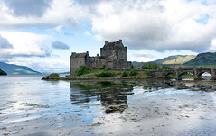 Eilean Donan Castle (Lense23) Tags: highlands scotland schottland castle schlos crazytuesday hct water reflection spiegelung