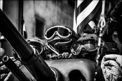 Les triplés /  The triplets (vedebe) Tags: casque tank char guerre deuxièmeguerremondiale américains libération aixenprovence provence noiretblanc netb nb bw monochrome ville city rue street urbain urban soldats