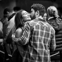 affection (gro57074@bigpond.net.au) Tags: unlimitedphotos affection october2018 cbd sydney f14 105mmf14 artseries sigma d850 nikon guyclift candid monochromatic monotone monochrome mono bw blackwhite couple kiss