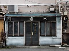 bar named barber (kasa51) Tags: bar barber door window yokohama japan 理容院という名のバー